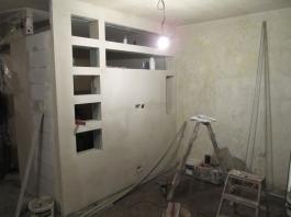 Ściana dzieląca sypialnię i salon - w trakcie remontu