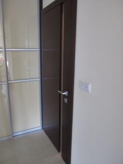 drzwi wejściowe do łazienki
