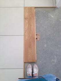 Łączenie podłogi aneksu i salonu - zdjęcie w trakcie remontu